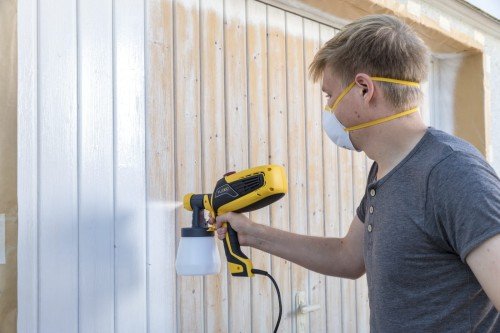 W590_Garage_door_spraying_2.jpg